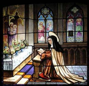 Teresa von Avila - Glasfenster im Kloster der Menschwerdung. Darstellung der Heiligen im Gebet vertieft.
